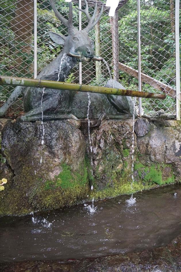 枚岡神社に据えられる眷属は鹿。春日大社と同じだ。