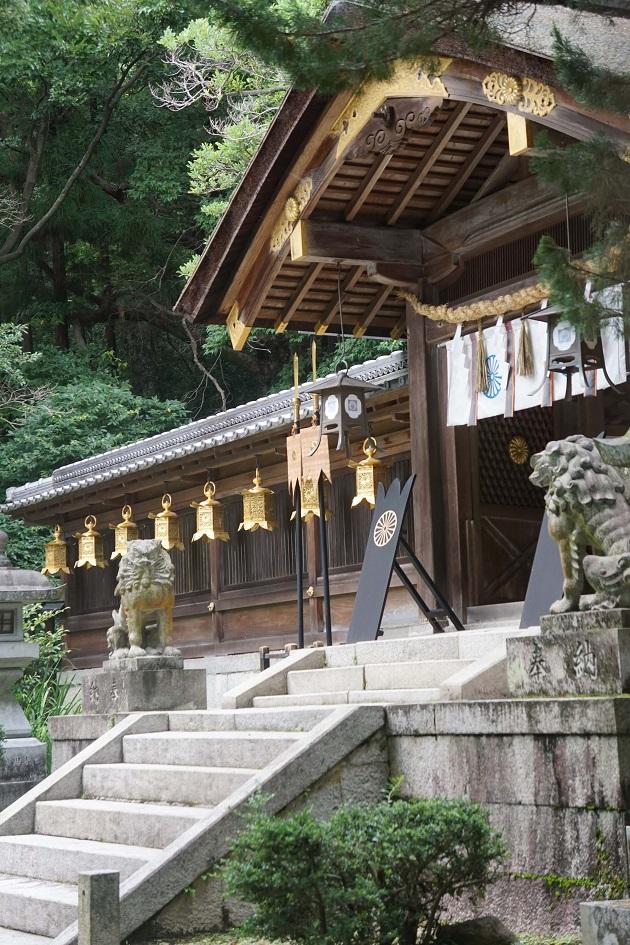 枚岡神社の拝殿。奥に本殿がある。いにしえの聖地であり、超強力なパワースポットでもある