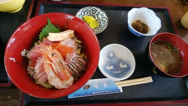 味華の海鮮丼。海ぶどうがちょっと少ないかも…。