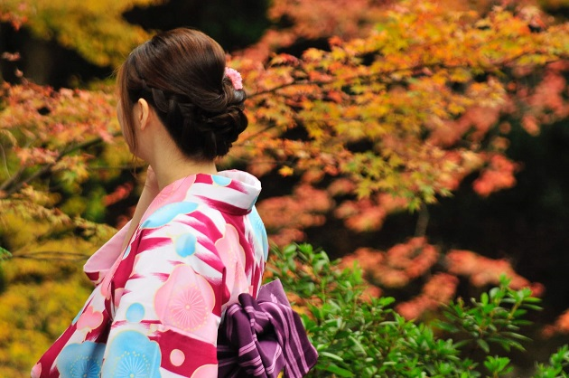 京都に縁結びを求めてくる人は非常に多いものの、正しい参拝場所と作法を知る人は意外に少ない。