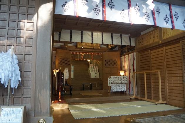 昔から病気平癒にご利益があるといわれる狭井神社の社殿
