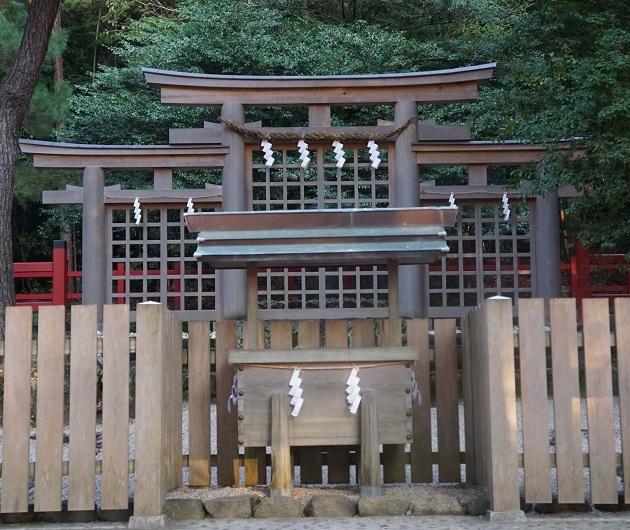 三ツ鳥居のイメージとして掲載した檜原神社の写真。横一列に3つの鳥居が並んでいるイメージだ。