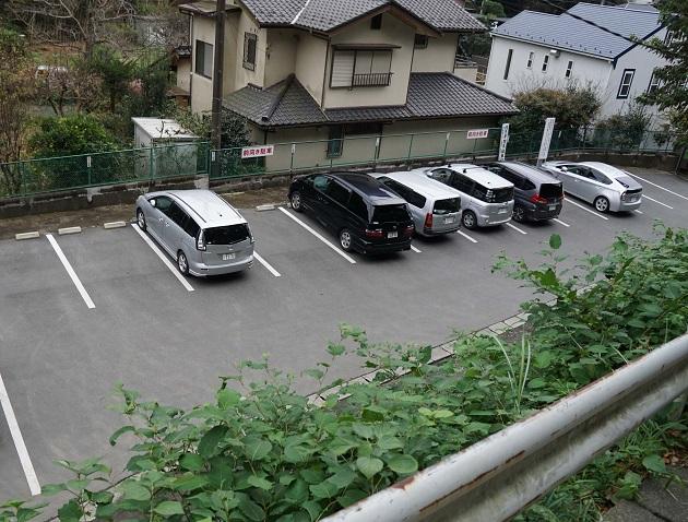 駐車場の外観。駐車スペースはざっと12台程度だった。