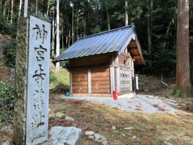 最澄の父が山籠もりしたポイント。昔は神宮寺だった。