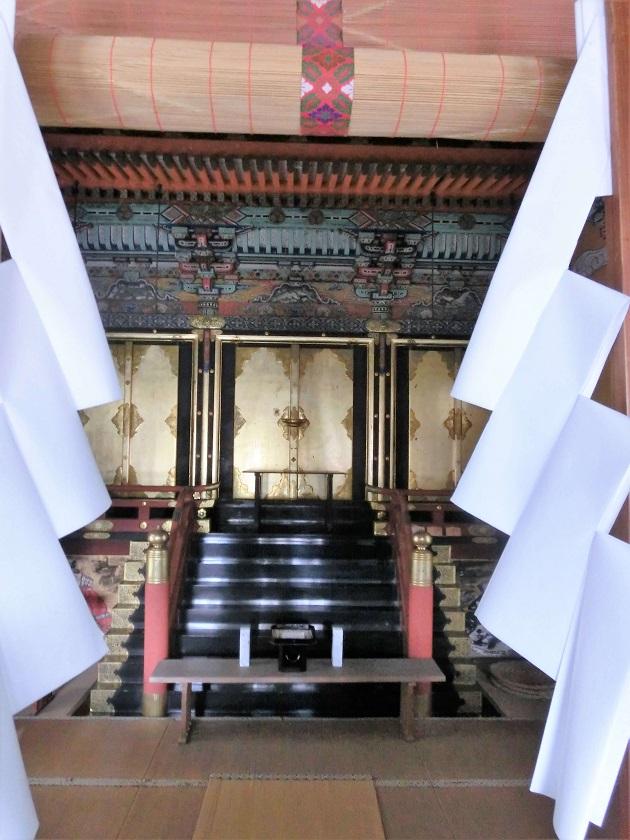 きらびやかな日吉大社東照宮。神様になった徳川家康を祭る。