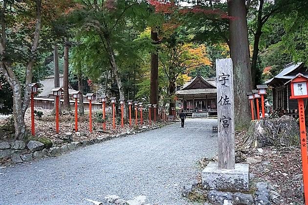 日吉大社の社には外せない7社がある。写真の宇佐宮もその一つ。朱の灯籠が並んでいて美しい。