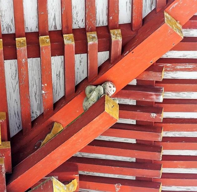 日吉大社では随所に猿のモチーフを見つけることができる。
