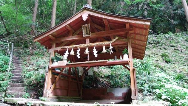 龍鎮神社の拝殿。