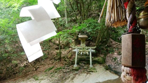 龍鎮神社のほこらを拝殿からみた写真。美しい自然と相まって神聖さが際立つ。