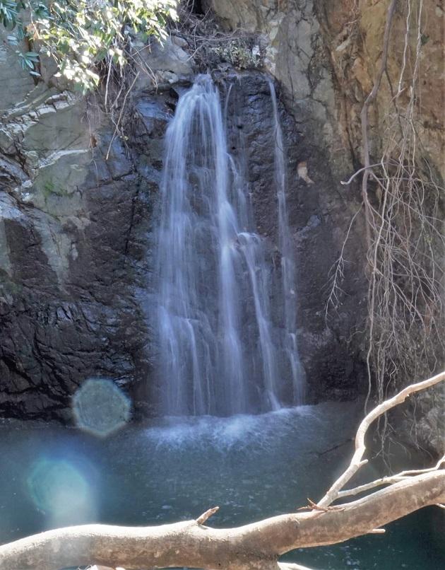 意賀美神社の雨降りの滝