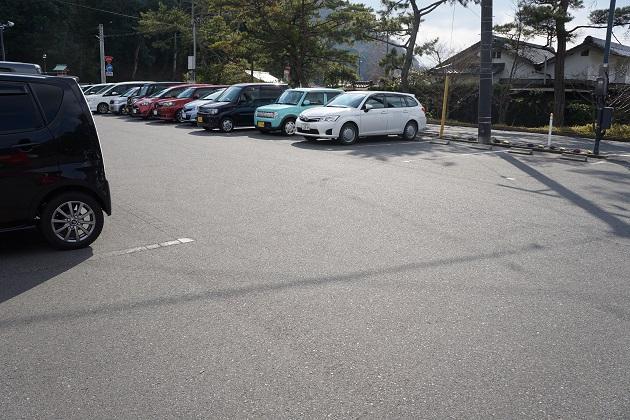 吉備津神社の無料駐車場。