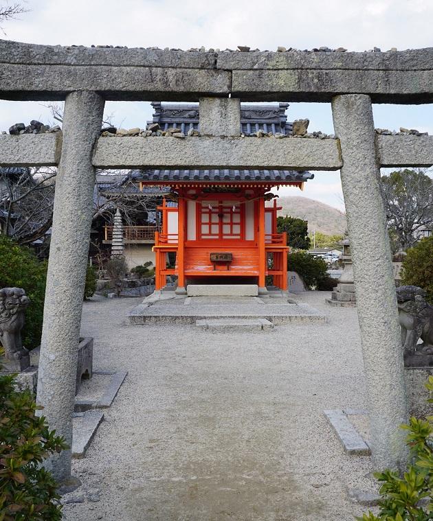 吉備津神社の宇賀神社。見た目は弁財天社のイメージに近い。