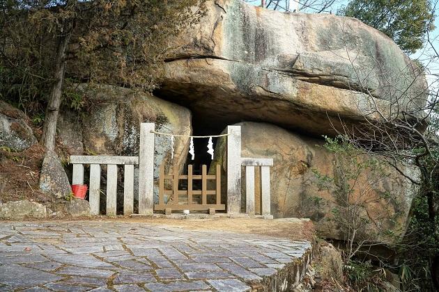 最上稲荷最大の聖地となる八畳岩