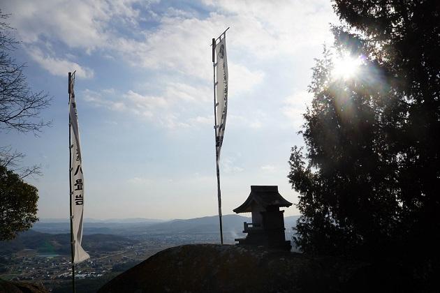 最上稲荷は岡山屈指のパワースポット。聖地の八畳岩から眺める景観も美しい。