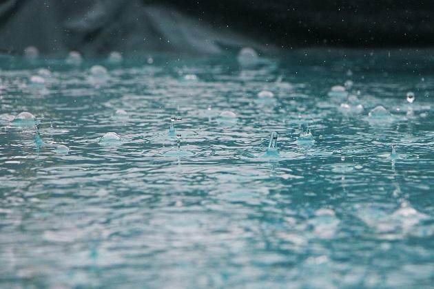 大地を潤す美しい降雨のイメージ写真