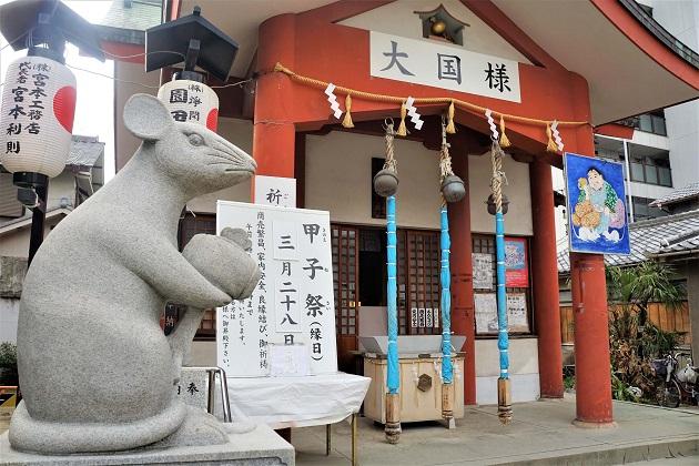 大国主神社の両脇を固めるねずみの像
