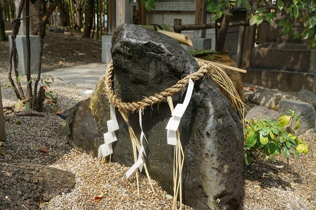堀越神社のかえる石。