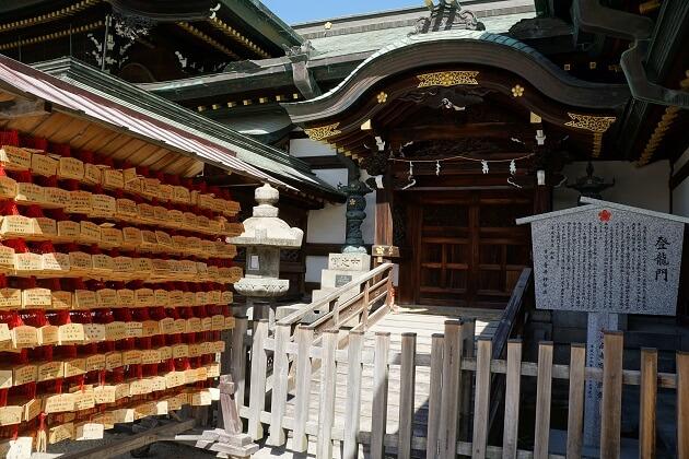 大阪天満宮の登龍門。