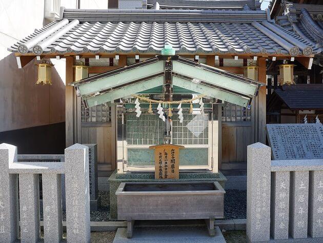大阪天満宮の御神水舎。