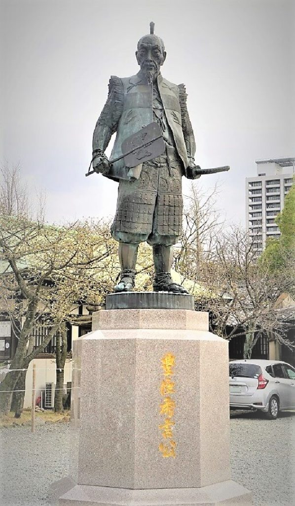 豊国神社の豊臣秀吉像。