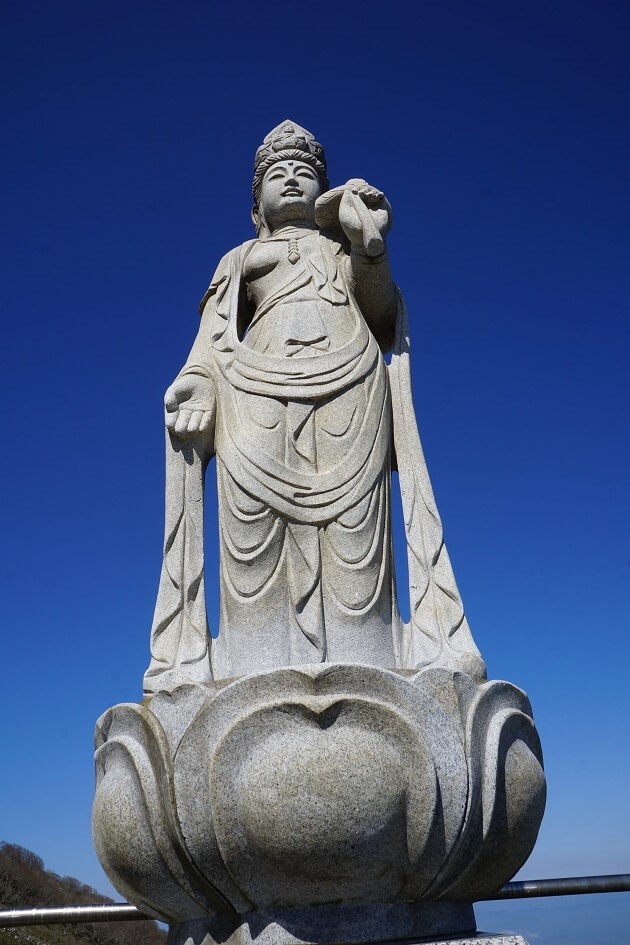 スカイテラス駐車場の一角にある恋慕観世音菩薩像。