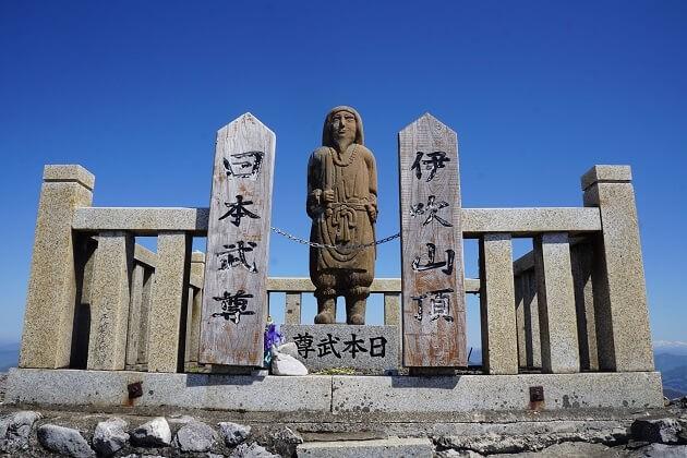 伊吹山山頂にある日本武尊像