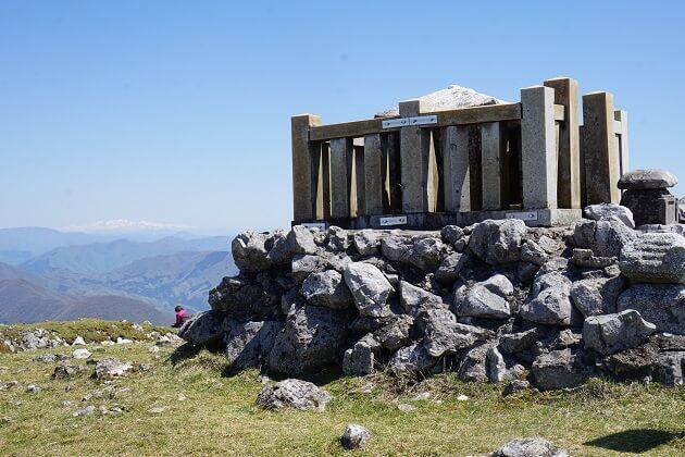 伊吹山山頂の弥勒堂