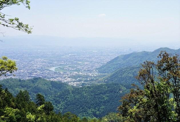 愛宕山から見下ろす嵐山の風景