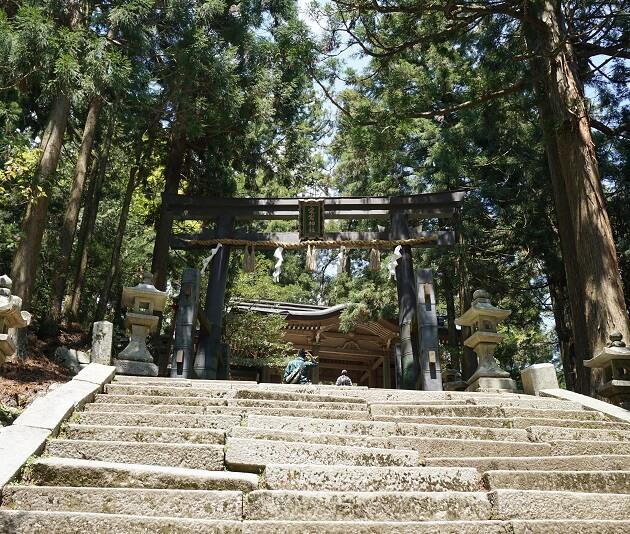愛宕神社の境内の石段。