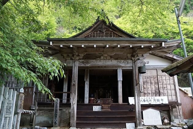 月輪寺の本堂。