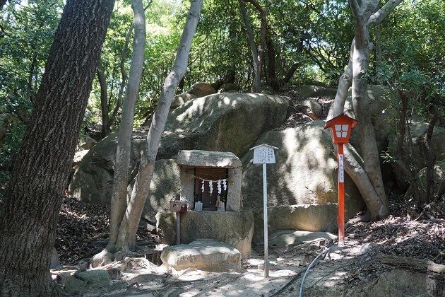 龍神を祭る越木岩神社の雨乞社