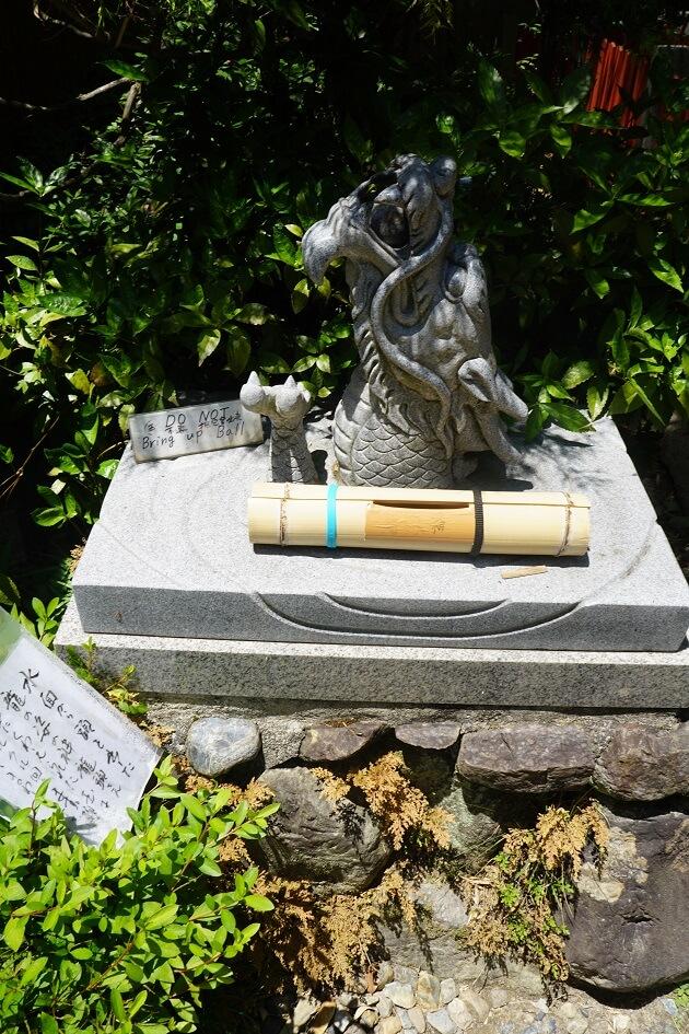 伏見神宝神社の龍頭大神をかたどった願掛け用の龍神像