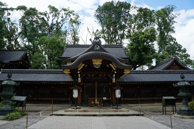 玉の輿神社といわれる今宮神社の本社