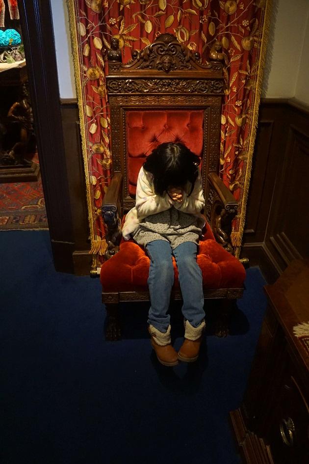 待ち受け画面にしても効果があるといわれるサターンの椅子