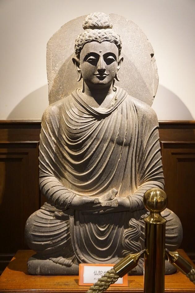 山手八番館に展示される美しい仏像