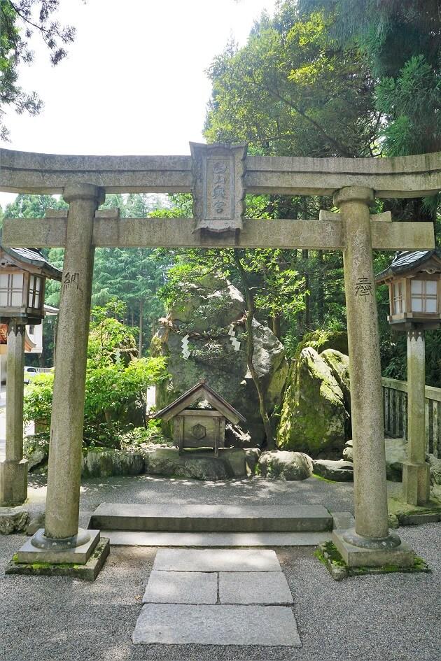 白山比め神社の白山奥宮遥拝所