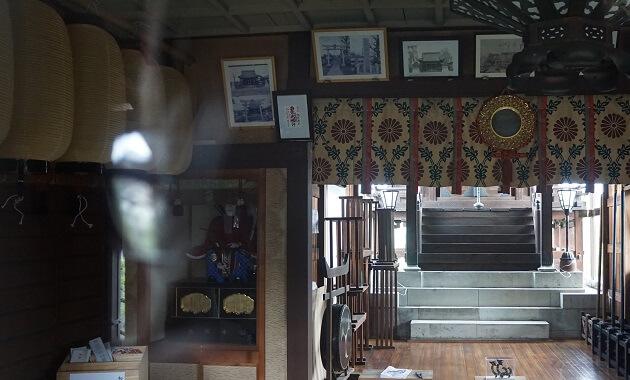 黒龍神社の本殿の写真に写り込んだ不思議な光