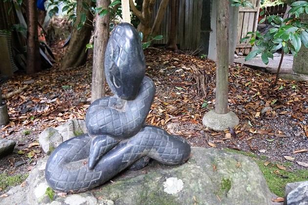 大豊神社の狛巳(蛇)