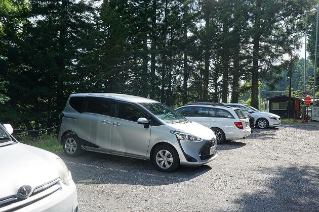 宝光社の駐車場