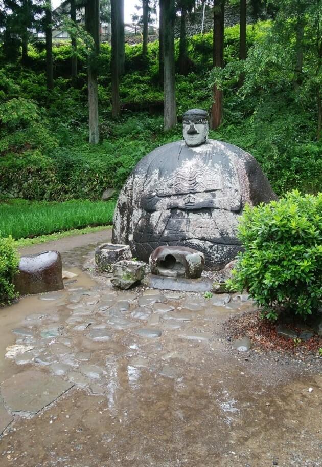 諏訪大社春宮のほどちかくにある万治の石仏