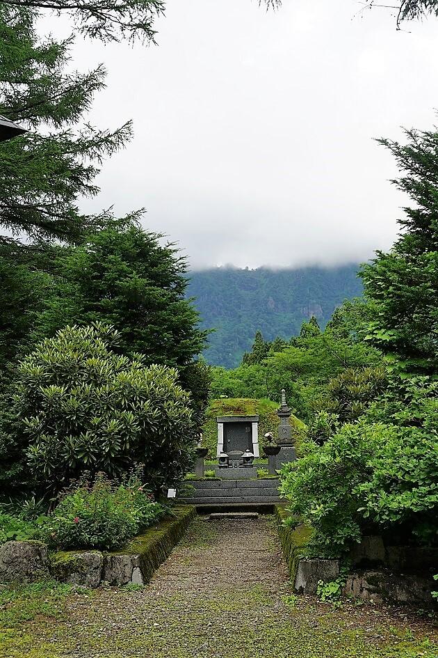 姫野公明師が眠る公明院の墳墓