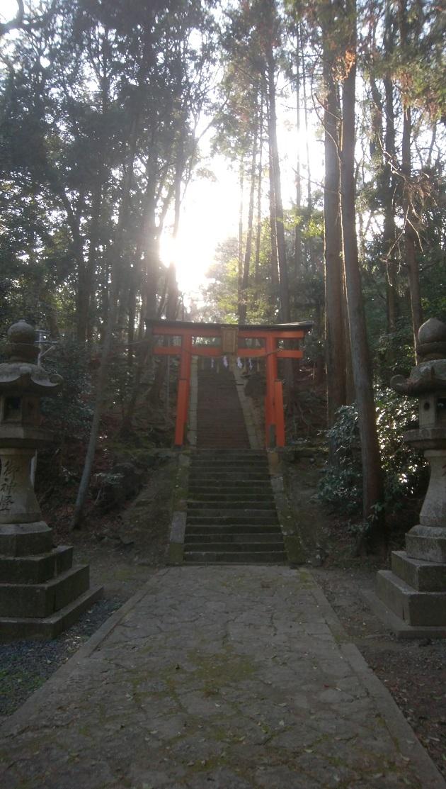 八坂神社の神様を分霊したと伝わる朱智神社の境内